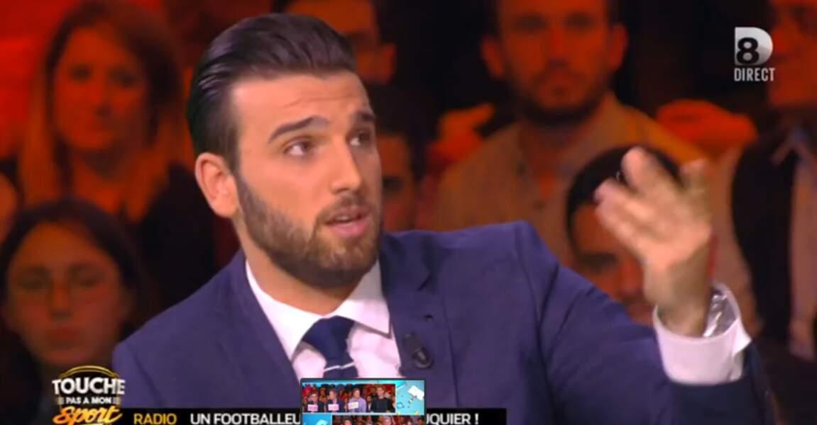 Aymeric Bonnery a décidé d'accorder sa veste avec sa cravate