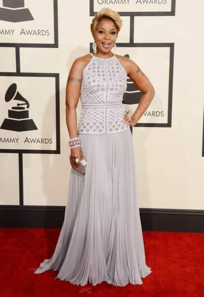 Mary J. Blige a misé sur la longe robe blanche... mais scintillante
