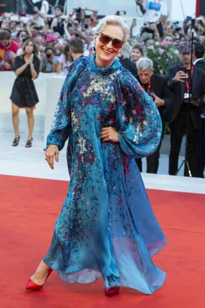 Meryl Streep s'amuse avec les photographes