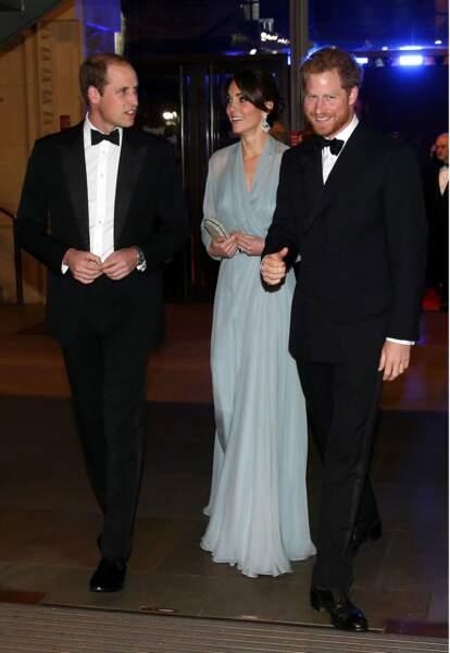 Octobre : Kate renoue avec les obligations officielles lors de la première de James Bond