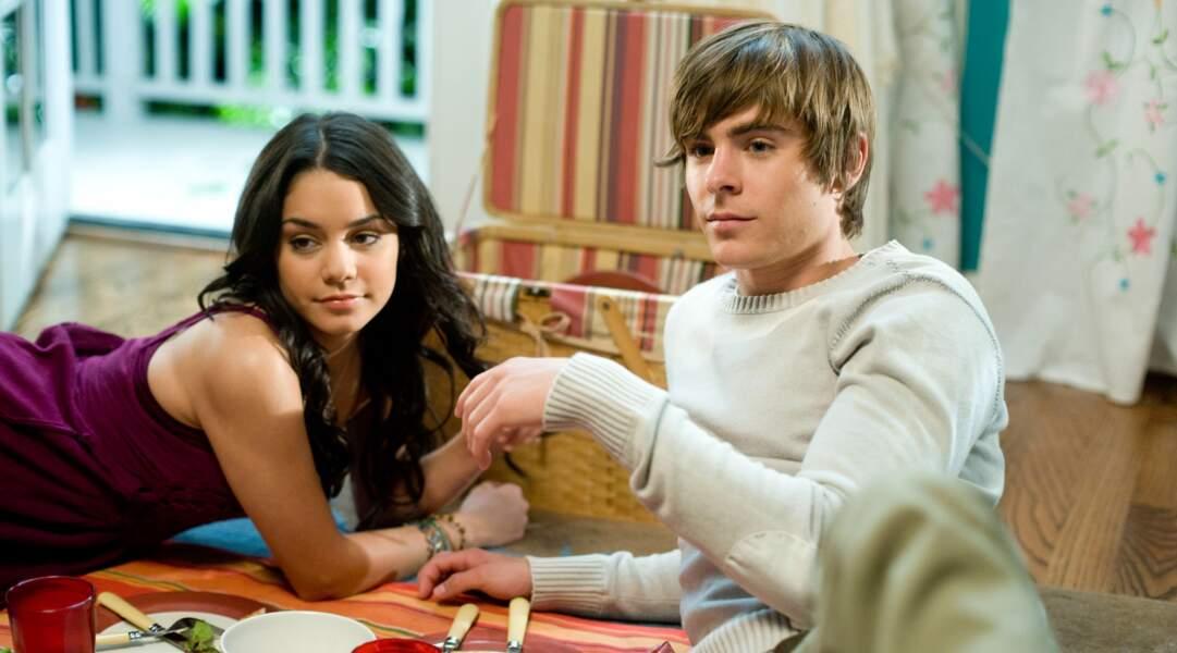 Vanessa Hudgens aux côtés de Zac Efron dans le film High School Musical 3, sorti en salles en 2008.