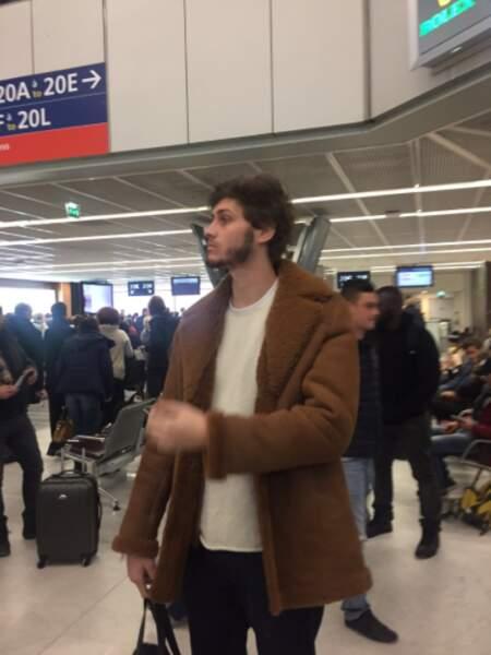 À l'aéroport, Jean-Baptiste Maunier ne sait plus où donner de la tête.