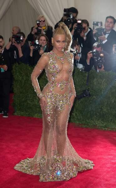 Oui, pour porter ce genre de robe, il vaut mieux s'appeler Beyoncé
