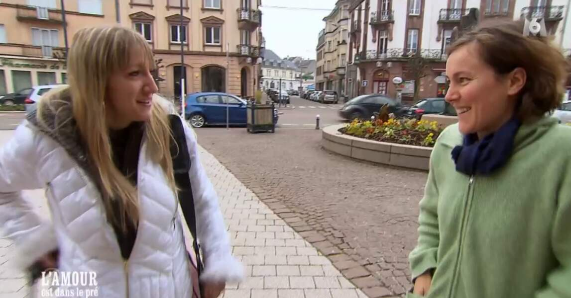 Louise est très triste du départ de Charlotte, l'autre prétendante de Julien