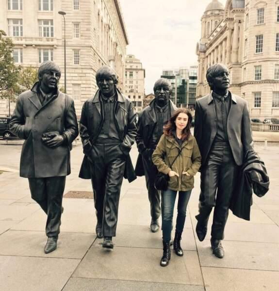 Lily Collins s'est fait de nouveaux amis chanteurs.