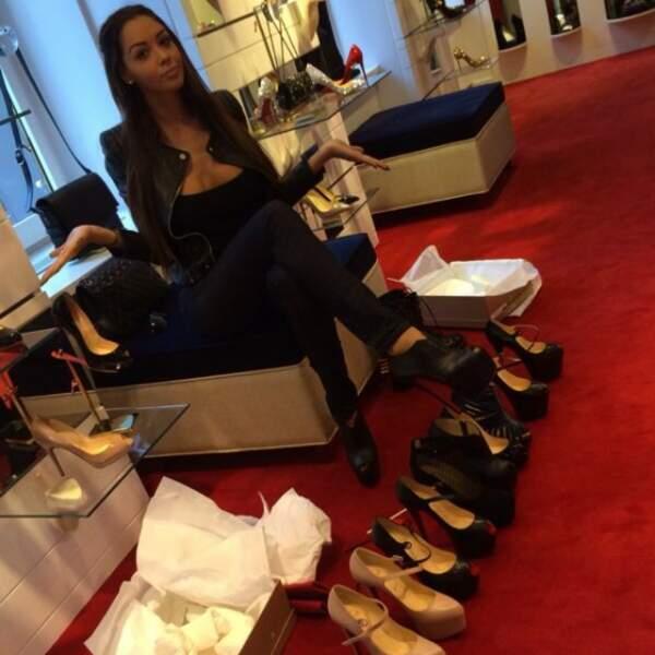 Thomas l'accompagne-t-il acheter des chaussures ? Pas certain.