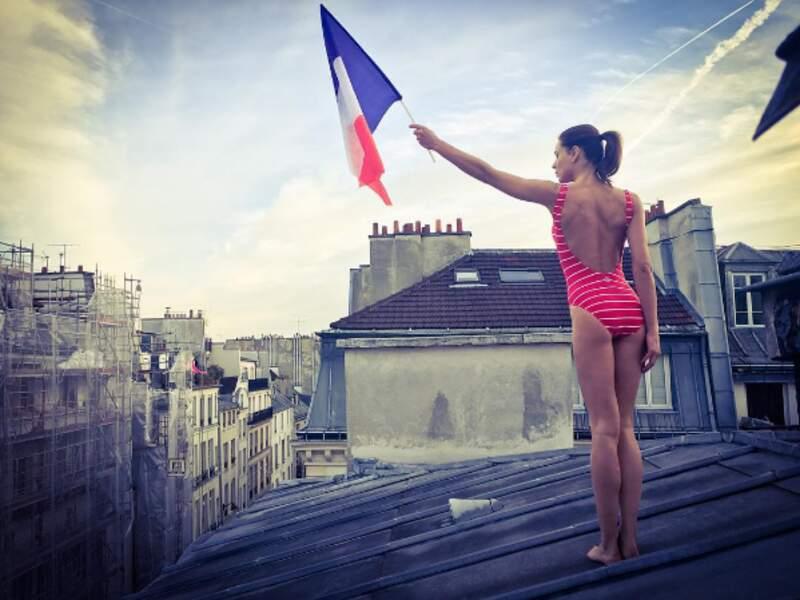 Elle porte fièrement les couleurs françaises