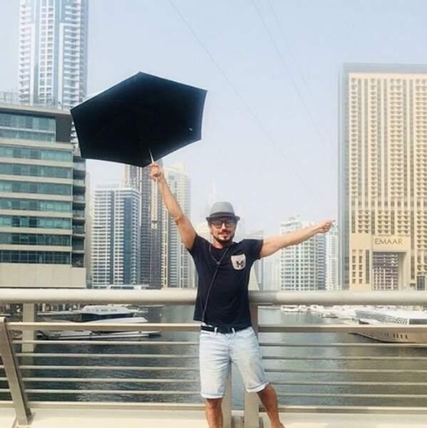 Willy Rovelli se prenait pour Mary Poppins à Dubaï.