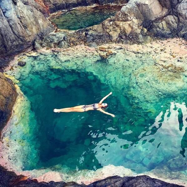 Laeticia Hallyday a préféré la mer (et ça se comprend quand on voit le cadre).