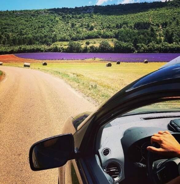 Maxime Guény, quant à lui, se balade au milieu des champs de lavande du côté des Baux-de-Provence...