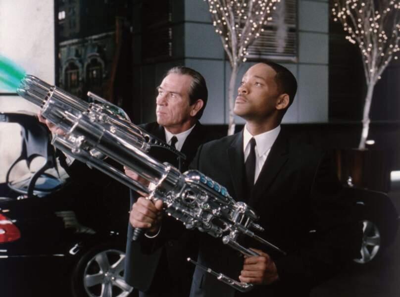 2002 - Men In Black 2   Dans le 2, les armes sont plus grosses.