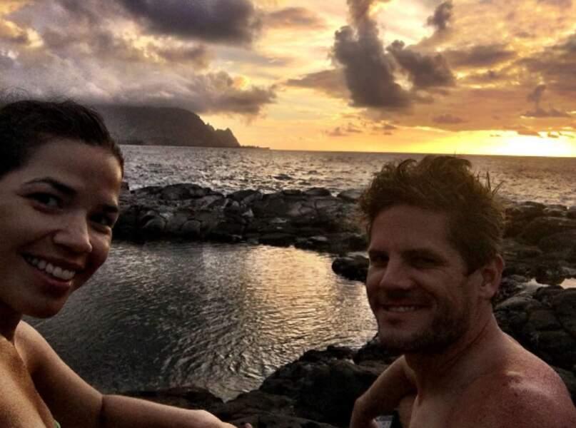 America Ferrera et son mari Ryan ont trouvé un petit coin sympa au bord de la mer.