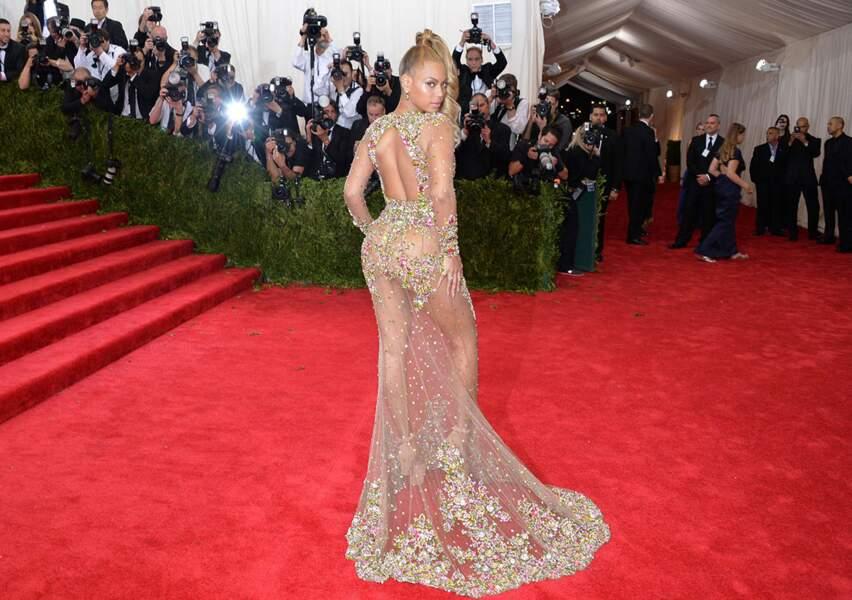 Beyoncé n'a pas froid aux yeux sur le tapis rouge