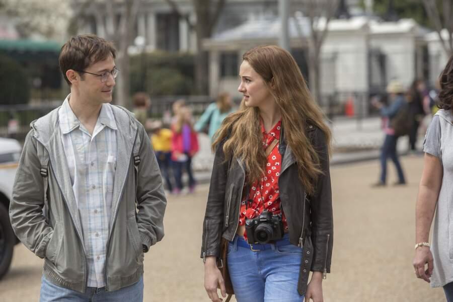 """Elle devient la compagne du lanceur d'alerte """"Snowden"""" (alias Joseph Gordon-Levitt) également en 2016"""