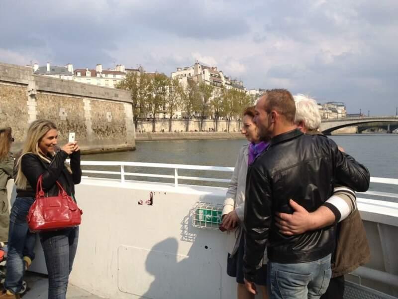 Justine sympa ? En fait, elle demande à Bertrand, Annie et Thierry de reculer encore un peu, encore un peu...