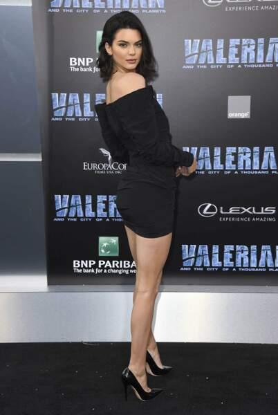 Côté fille, Kendall Jenner était de la partie. Moulée dans sa petite robe noire elle était SUBLIME