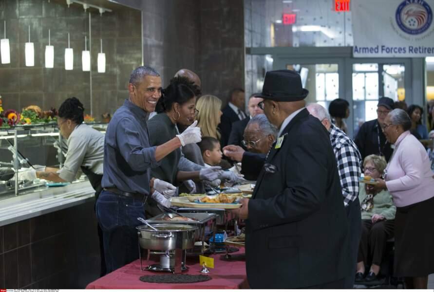 Pour l'occasion, le Président met la main à la pâte pour des oeuvres caritatives