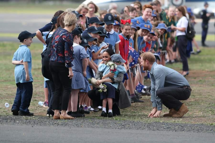 Meghan et Harry ont pu vérifier leur popularité auprès des enfants de la région