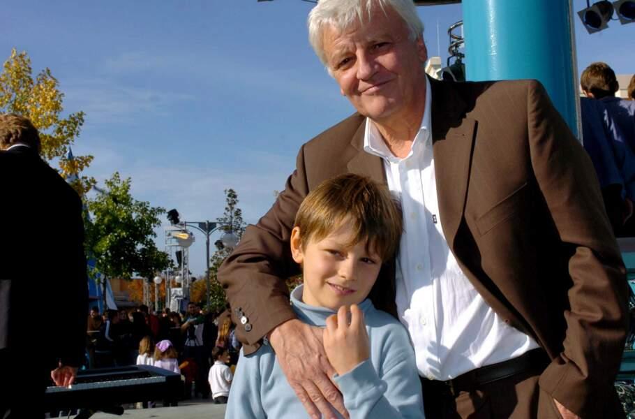 Le voici en 2004, avec son père Jacques Perrin