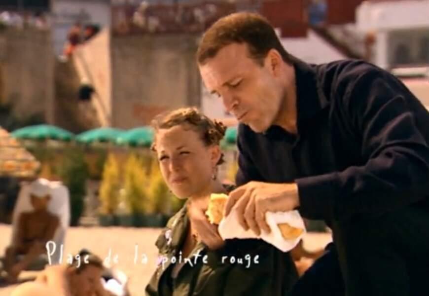 Alors, pour lui faire aimer la ville, Vincent l'emmène déjeuner à la plage. Une chose compliquée à faire à Paris !