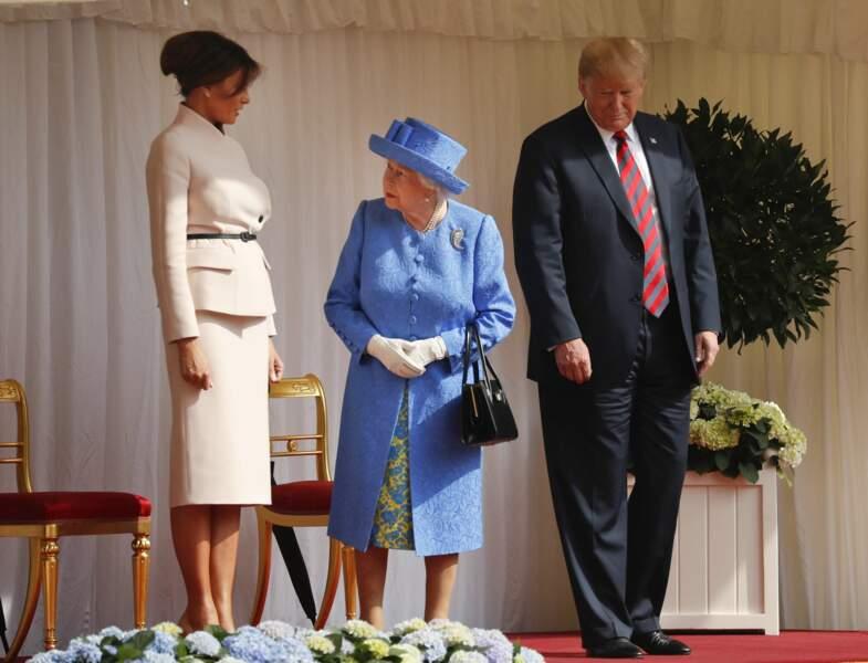 La reine Elizabeth II en pleine discussion avec Melania Trump