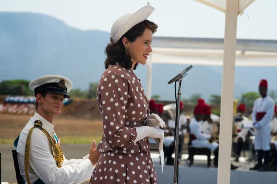 Ressemblance physique, attitude... Tout y est pour faire de Claire Foy une Elisabeth II convaincante
