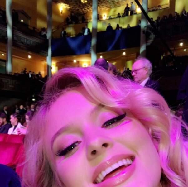 En vrac : Zara Larsson ne sait pas cadrer ses selfies.