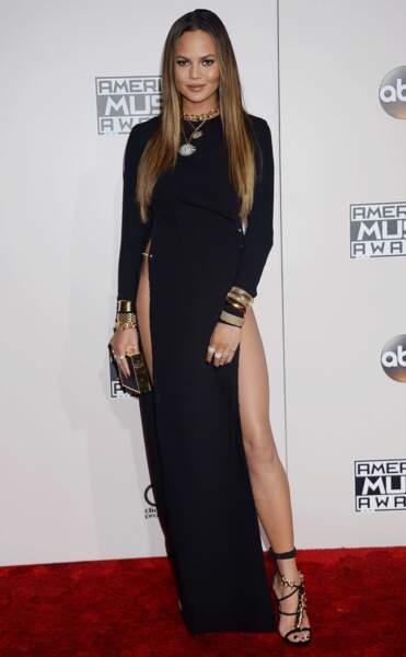 A cette occasion, elle portait une longue robe noire très très très échancrée.