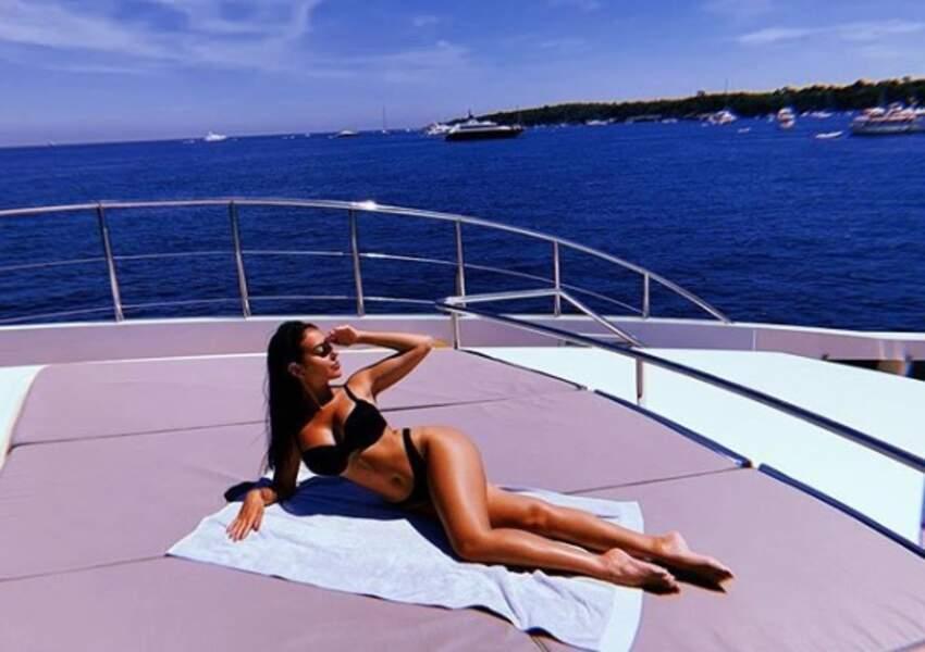 Georgina Rodriguez, wag la plus célèbre du monde, se prélasse sur un yacht au large de la France