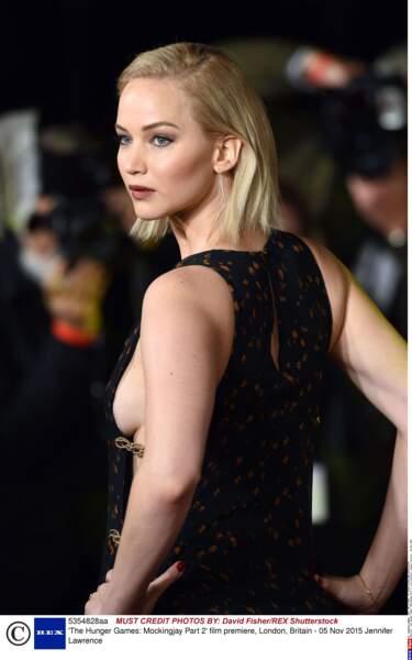 Jennifer Lawrence a affolé le public avec son side-boob