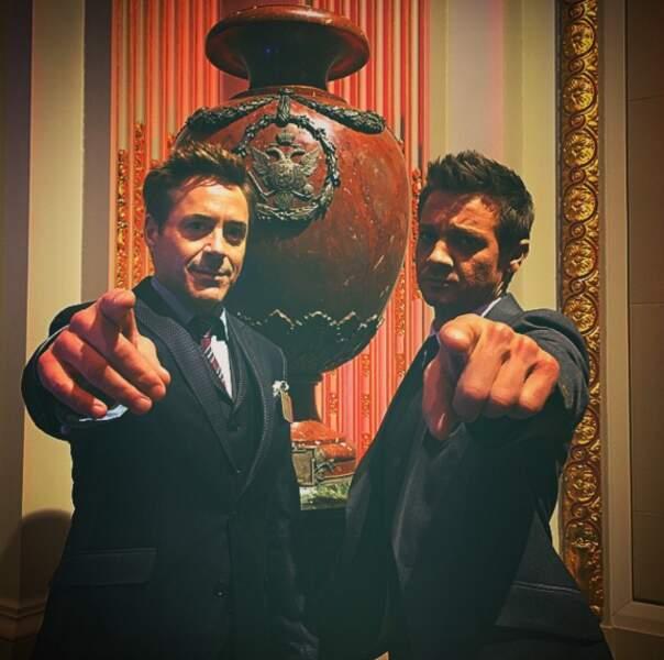 Dîtes donc, Robert Downey Jr et Jeremy Renner. Il ne faut pas montrer du doigt !