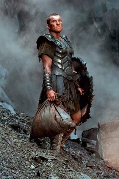 Sam Worthington en armure dans Le choc des titans (2010)
