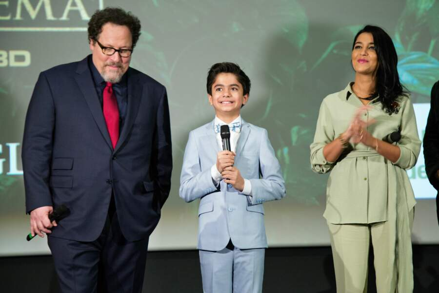 Le réalisateur Jon Favreau, le petit Neel Sethi, interprète de Mowgli, fier d'être là et la belle Leïla Bekhti