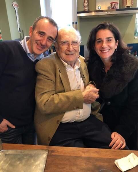 Photo de famille pour Elie Semoun, son papa Paul et sa sœur Anne-Judith.