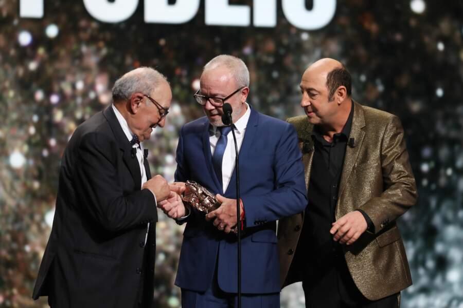 Emotion, Mohamed Merad, le père de Kad Merad, remet un César à son complice, Olivier Baroux
