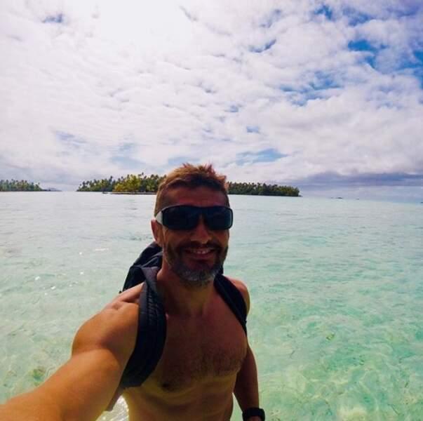 Bixente Lizarazu a dévoilé son torse nu en Polynésie.