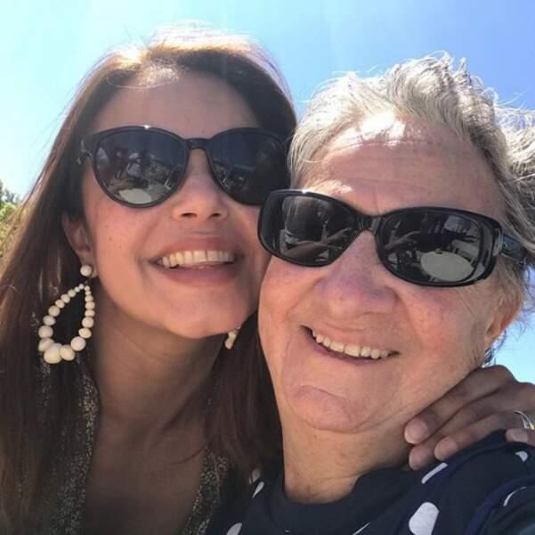 Un peu d'amour avant de se quitter : selfie tout sourire pour Séverine Ferrer et Marthe Villalonga.