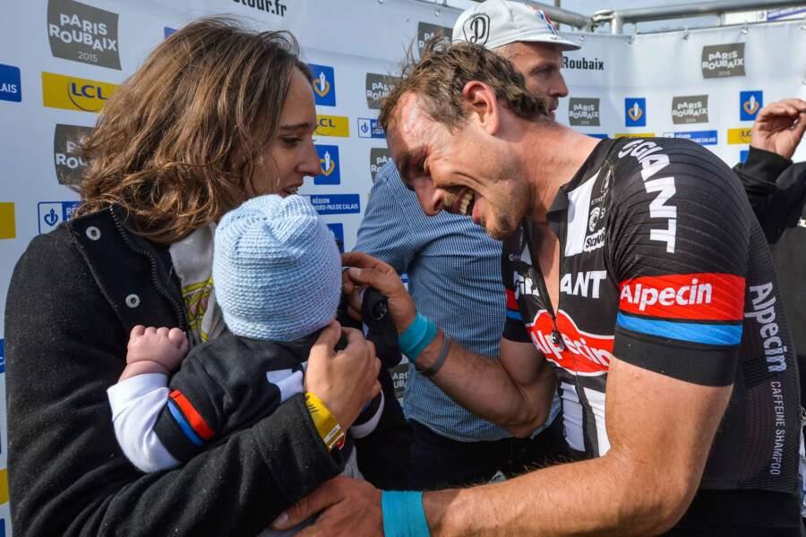 Un beau moment de complicité entre John Degenkolb, sa femme Laura et leur petit Léo