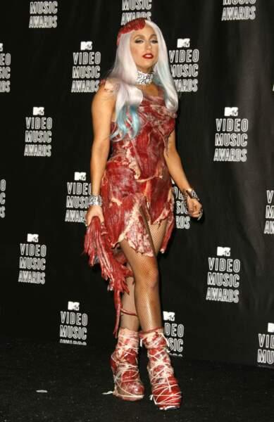 Sûrement la tenue qui a le plus fait parler d'elle : une robe en viande portée lors MTV Video Music Awards de 2010
