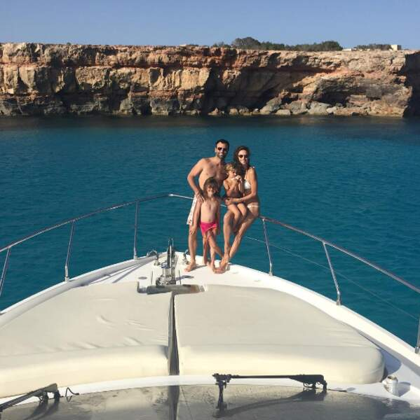 Ibiza en yatch pour la top-model Alessandra Ambrosio et sa famille.