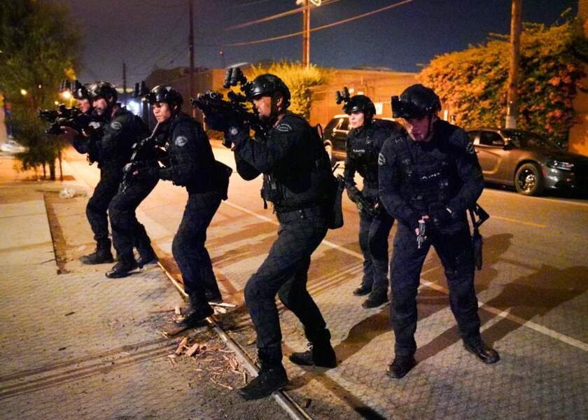 """Equipement spécial, opération """"musclée"""" dans les rues de Los Angeles sud"""