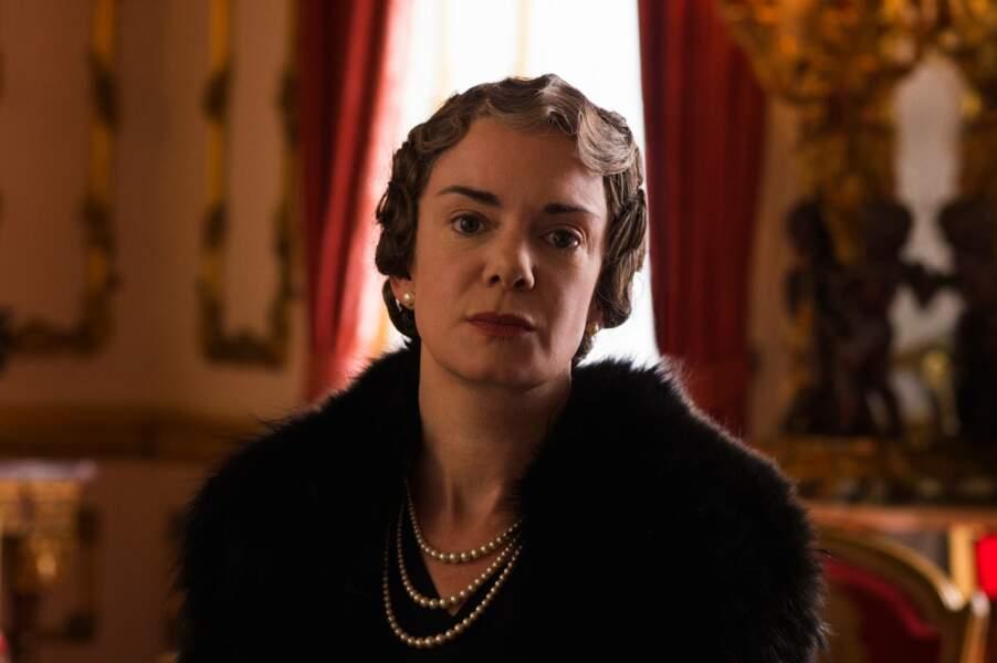 L'actrice Victoria Hamilton l'incarne dans la série. Elle avait joué la reine Victoria dans une fiction de la BBC