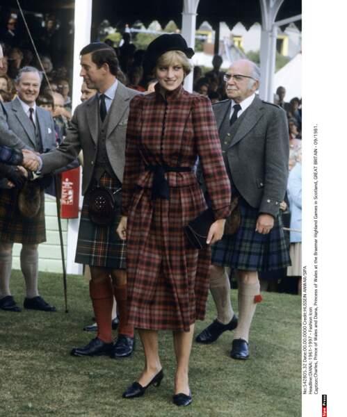 Aux Braemar Highland Games en Écosse, une tenue classique en tartan de circonstance