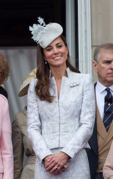 Kate, qui a vécu les premiers pas de son petit George, était encore une fois ravissante