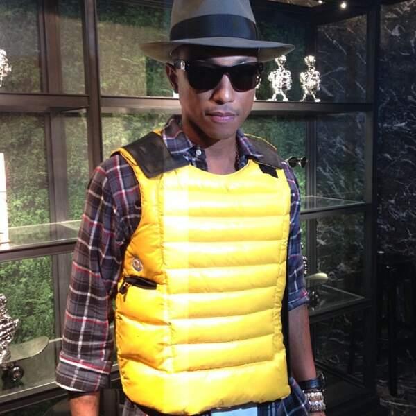 Pharrell Williams est gentil mais il porte des tenues étranges.