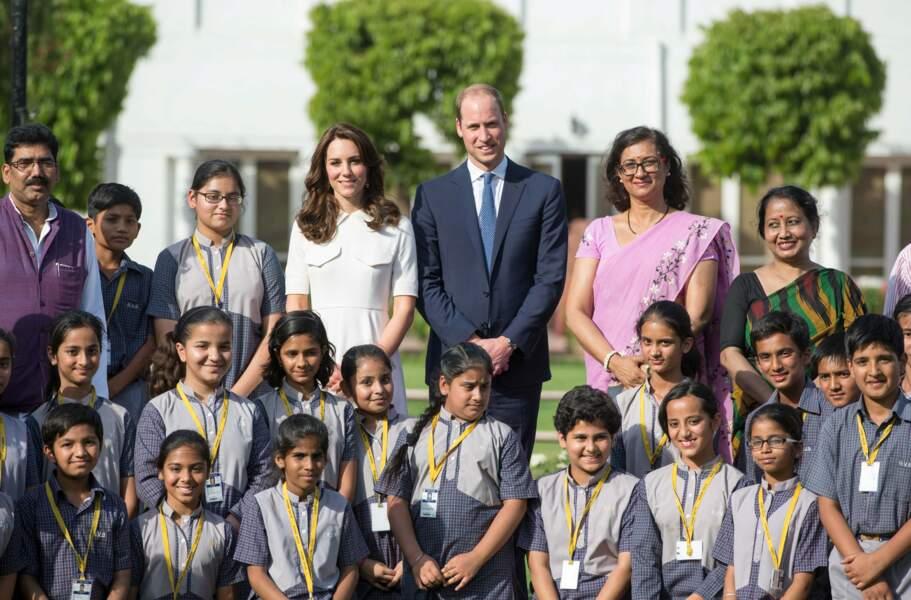 Kate et William au milieu des enfants de l'institution rattachée au musée
