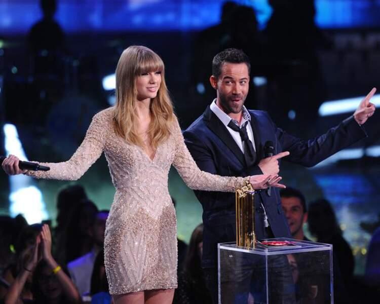 Taylor Swift et Emmanuel Moire ont remis le prix de l'artiste féminine francophone de l'année à Shy'm.