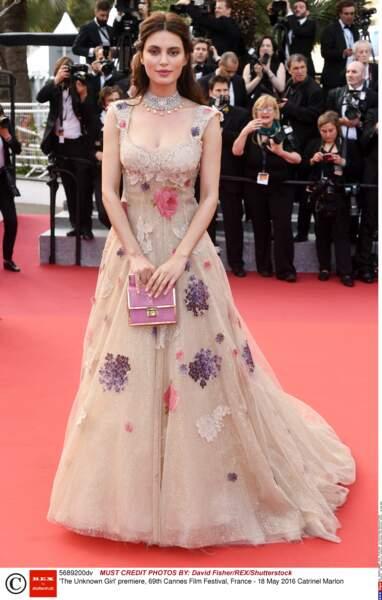 Le top roumain, Catrinel Marlon ressemble à une princesse Disney