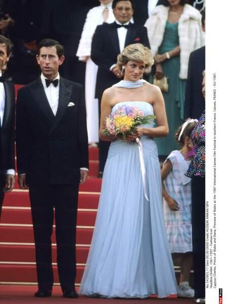 À Cannes, c'est dans une robe de star de cinéma qu'elle monte les marches en 1987