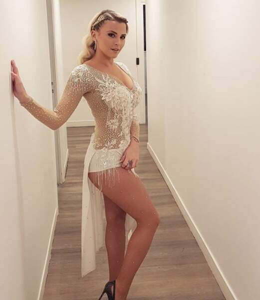 Kelly Vedovelli était au top dans cette robe façon Danse avec les Stars.